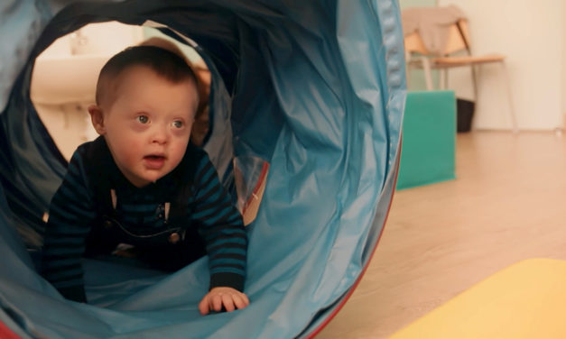 """""""Handicap, Agir Tôt"""", une campagne d'information et de sensibilisation sur les troubles du développement du jeune enfant"""